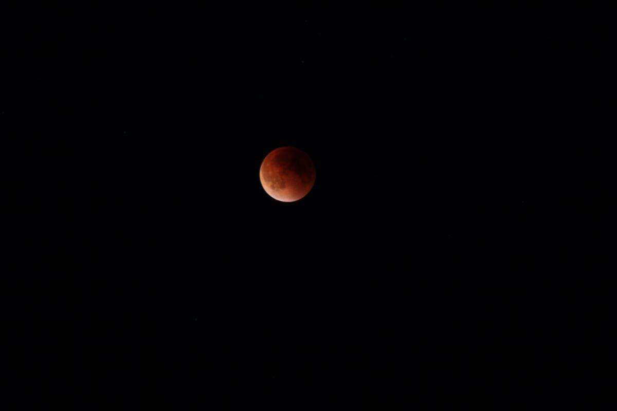 Click image for larger version.  Name:Red Moon 012.jpg Views:109 Size:16.7 KB ID:190082